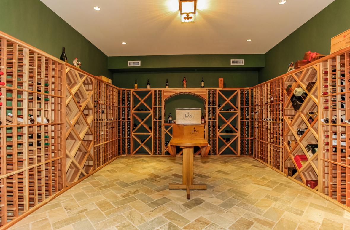 吉祥门业——木饰面,护墙板,实木衣柜,实木酒柜,实木书柜,实木门——